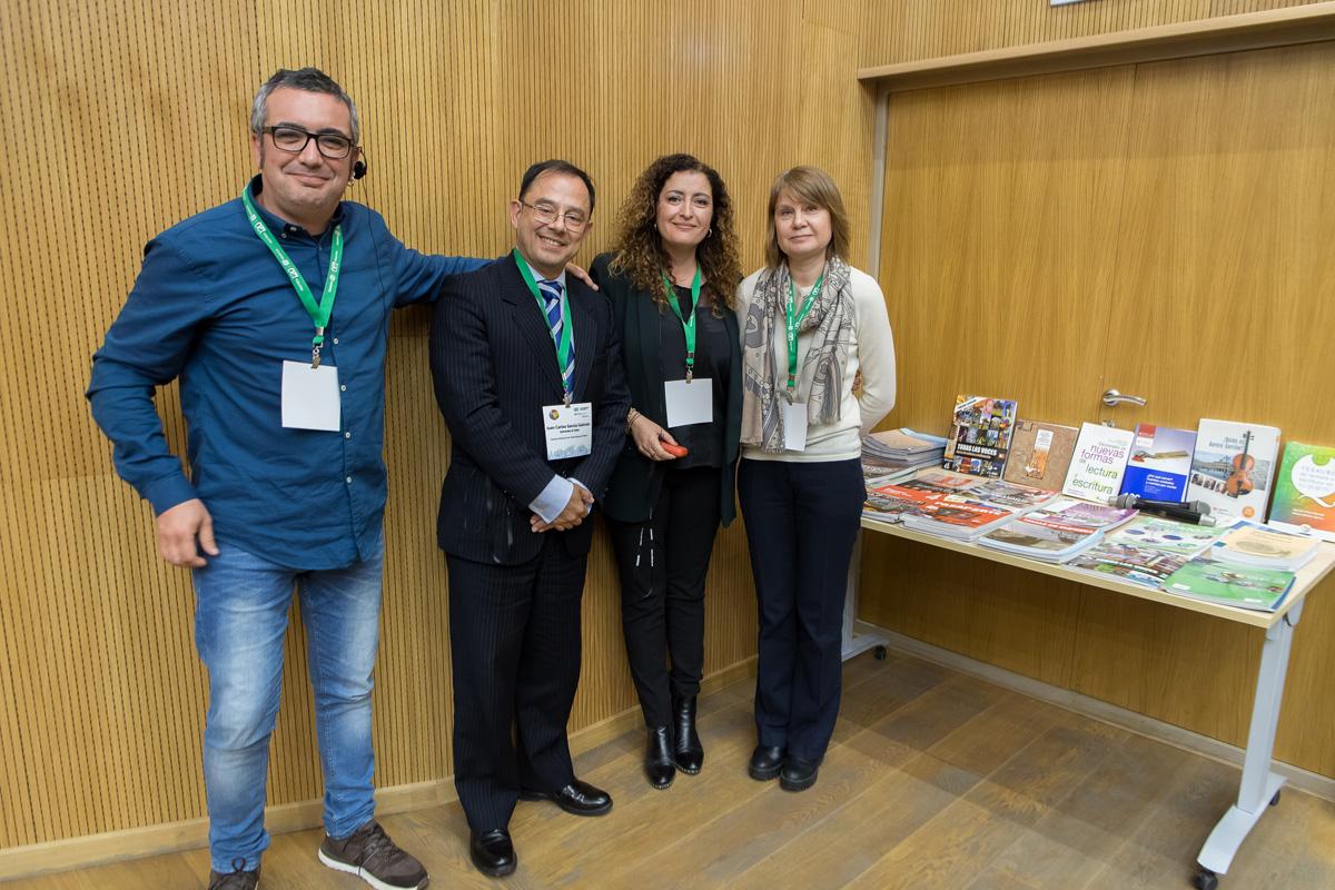 La Universidad Politécnica recibe como regalo manuales de español