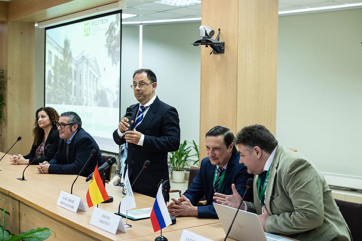 Los representantes de la Universidad de Cádiz se reunieron con el equipo de servicios internacionales de la SPbPU