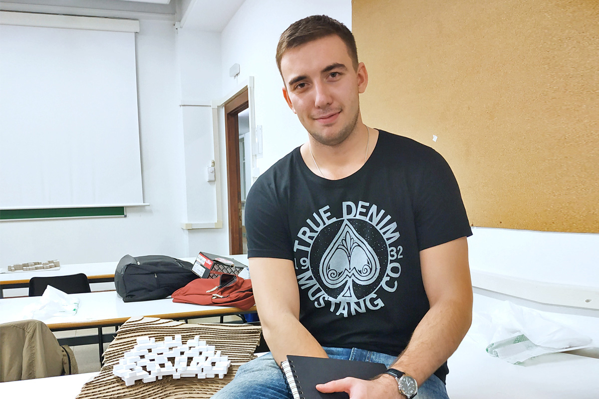 Saludos desde Madrid: un estudiante de Polytech nos ha contado cómo se prepara para examenes en una universidad española.