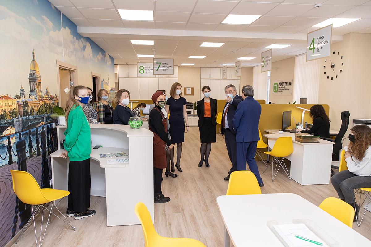 Sistema  una ventana : en la SPbPU se ha abierto una oficina de admisión modernizada para estudiantes internacionales