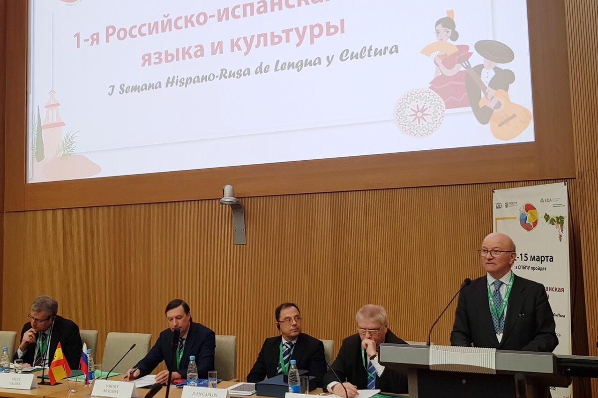 El cónsul general de España en San Petersburgo Félix Valdés relató sobre la importancia del idioma español y la cooperación académica de nuestros países