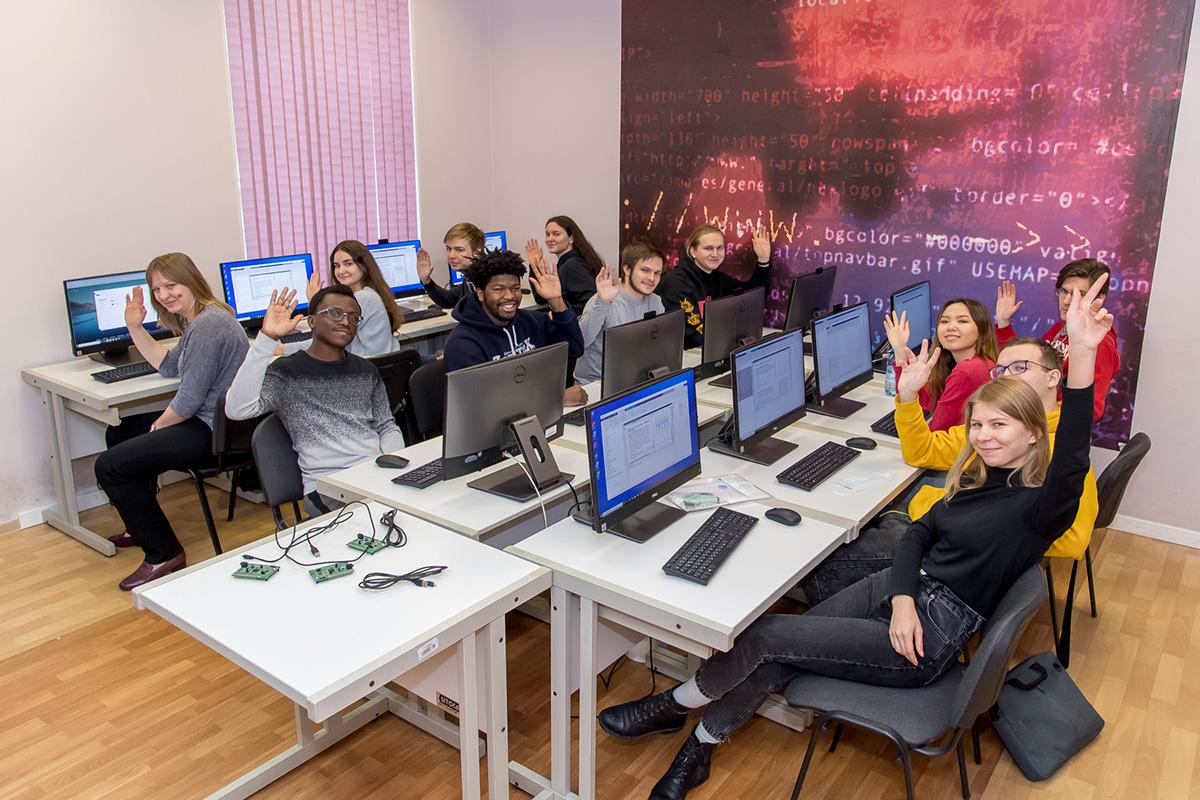 Los mejores proyectos del Concurso 5-100 se premian por su alto rendimiento y participación estudiantil