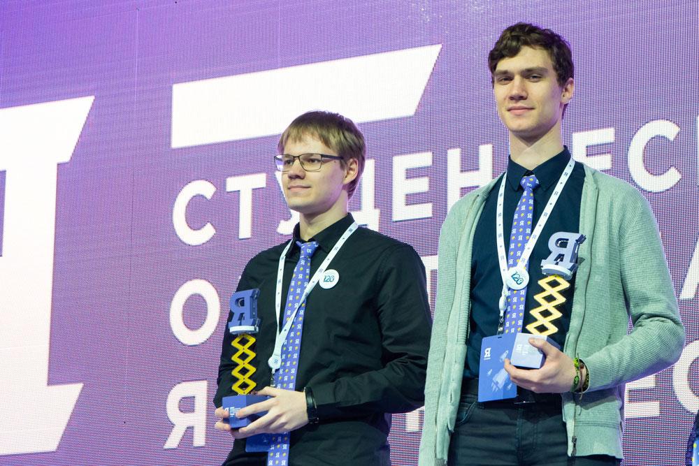 Daniel Trofimov (izquierda) y Andrei Bryanskiy  derecha