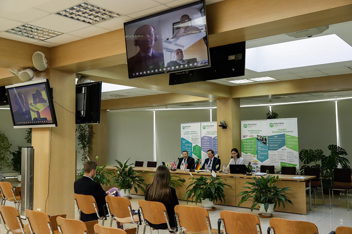 Laconferencia internacional fue inaugurada por elvicerrector deactividades internacionales del SPbPU, elprofesor Dmitry ARSENYEV
