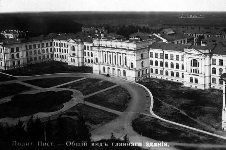 Vista del edificio principal de la SPbPU