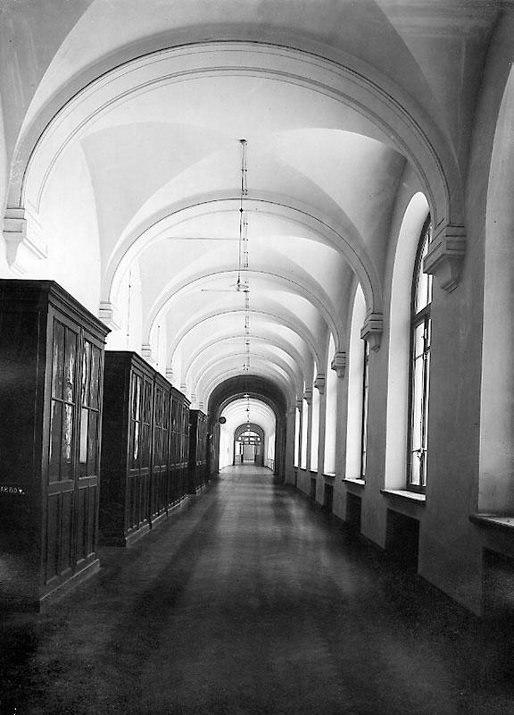 Pasillo en el edificio de química, año 1902